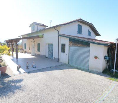 Villa con piscina a Rocca San Felice 659