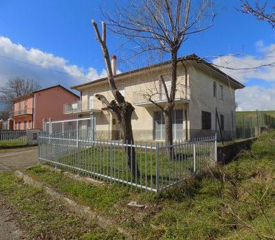Casa indipendente con terreno a Sant'Angelo Dei Lombardi  1993