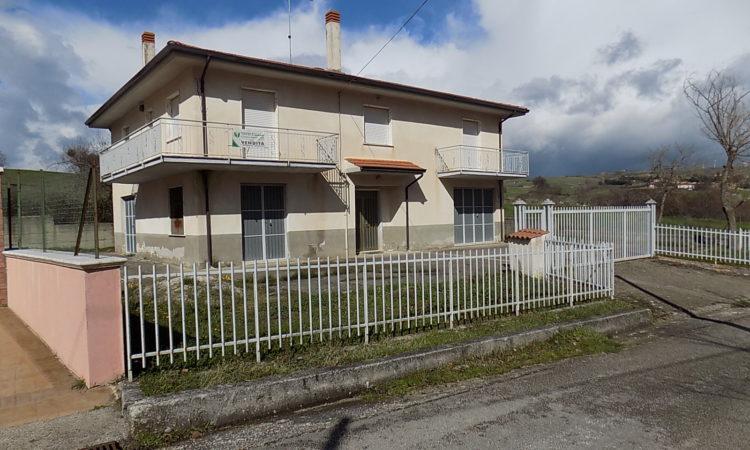 Casa indipendente con terreno a Sant'Angelo Dei Lombardi  1993 - Tutte le immagini