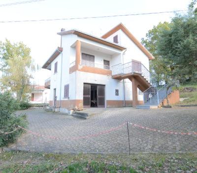 Casa indipendente con terreno a Lioni 1960