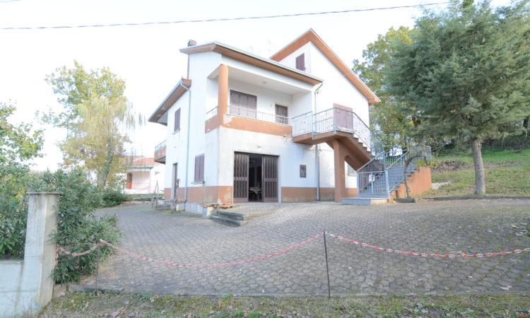 Casa indipendente con terreno a Lioni 1960 - Tutte le immagini