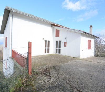 Casa con terreno a Guardia Lombardi 104