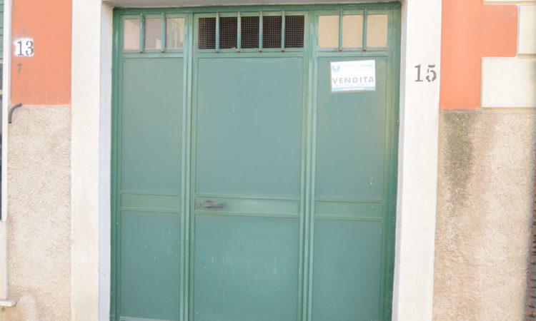Locale deposito/magazzino a Lioni 1780 - Tutte le immagini