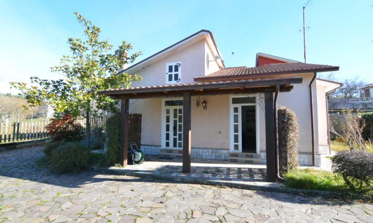 Villa con giardino a Sant'Angelo Dei Lombardi 1973 - Tutte le immagini