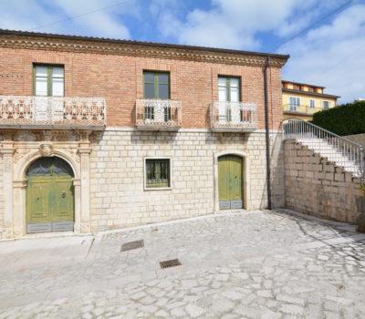 Palazzo storico nel borgo medioevale di Rocca San Felice 2392