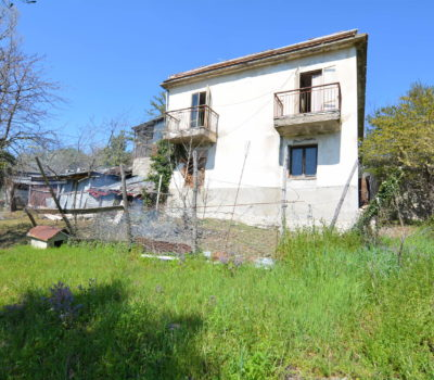 Casa indipendente con terreno a Montemarano 2400