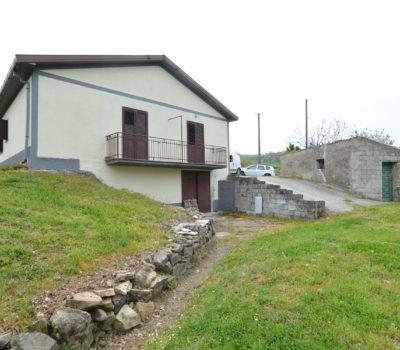 Casa con terreno a Rocca San Felice 2431