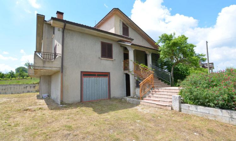 Casa indipendente a Sant'Angelo Dei Lombardi 2437 - Tutte le immagini