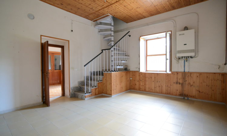Casa indipendente a Teora 2347 - Tutte le immagini