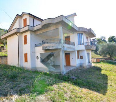 Casa indipendente a Castelfranci 2361