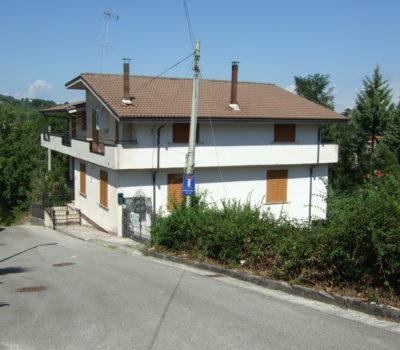 Casa bifamiliare a Castelfranci 130