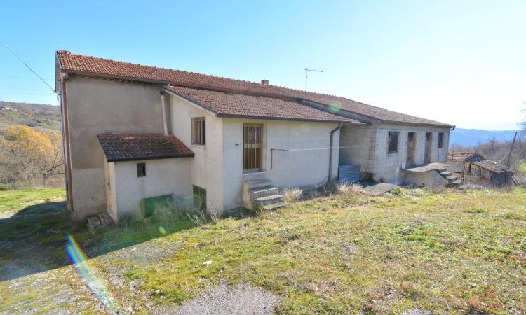 Casale con terreno a Rocca San Felice 2394 - Tutte le immagini
