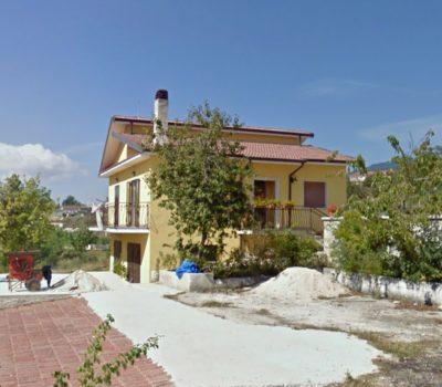 Casa con terreno a Montemarano 2471