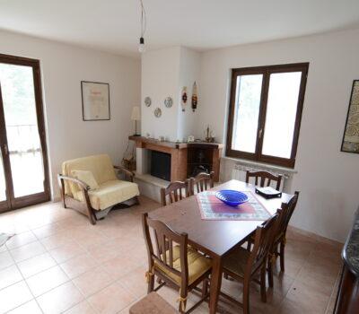 Appartamento ammobiliato a Teora 2502