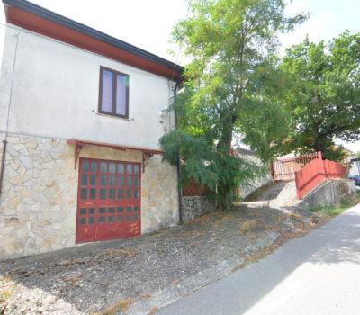 Casa con terreno a Montemarano 2480