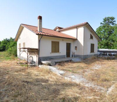 Casa indipendente con terreno a Rocca San Felice 2519