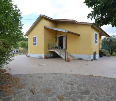Casa indipendente con terreno a Nusco 2522