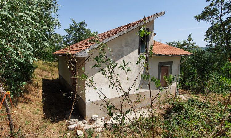 Casa indipendente con 16.720 mq di terreno a Teora 2528 - Tutte le immagini