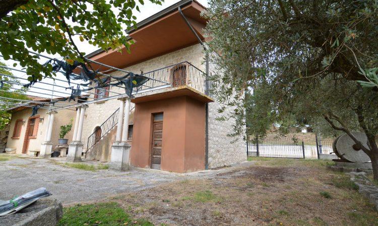 Rustico in pietra a Torella dei Lombardi 2537 - Tutte le immagini
