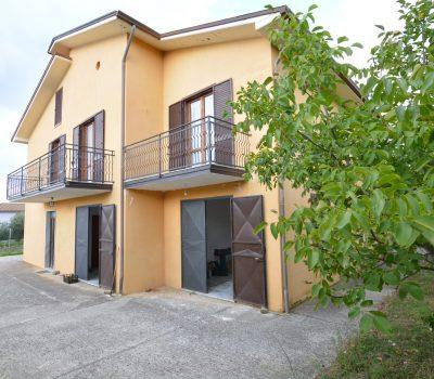 Casa indipendente a Morra de Sanctis 797